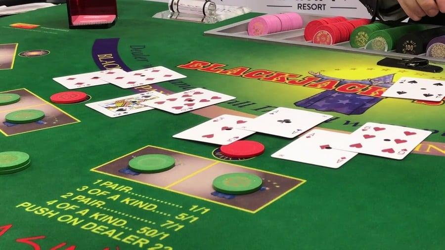 Cach dem the hop phap trong Blackjack online Hinh 2