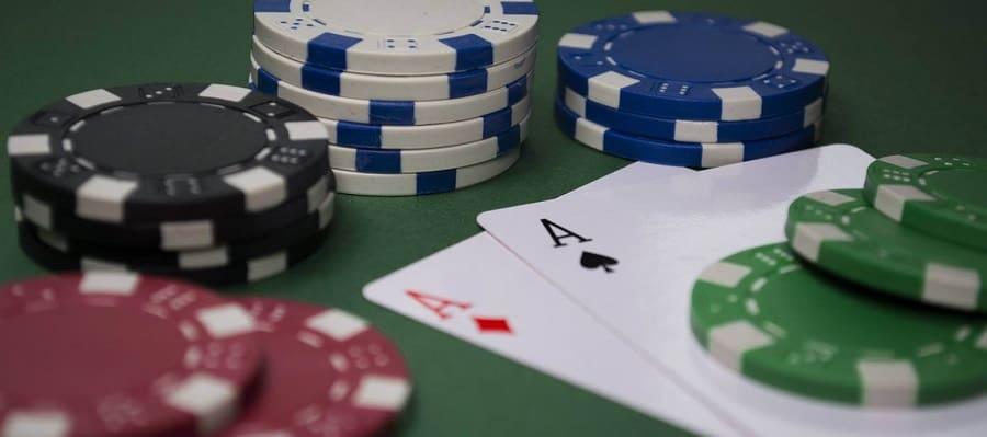 Huong dan cach danh dung trong game bai Poker Hinh 1