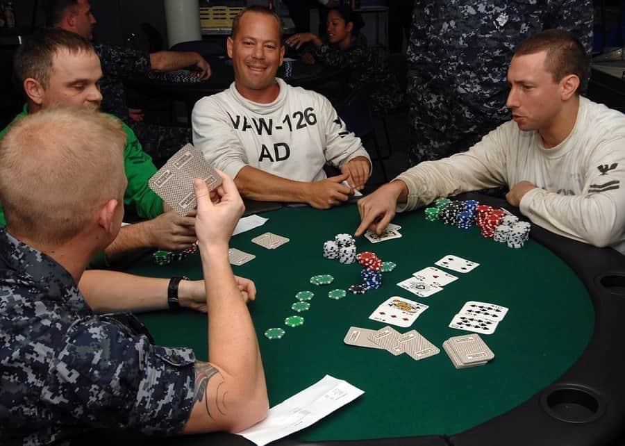 Poker la gi Co the kiem tien tu poker hay khong Hinh 1