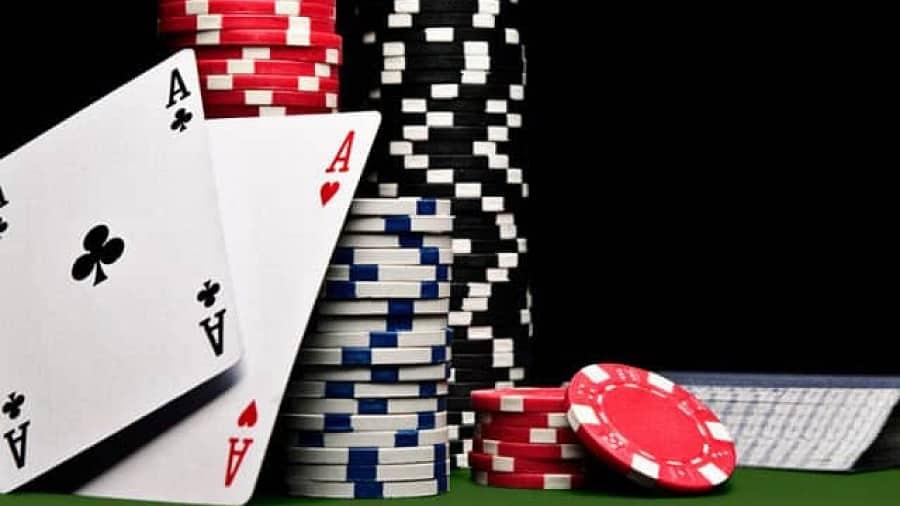 Tìm hiểu đặc điểm của poker live và poker online - Hình 1