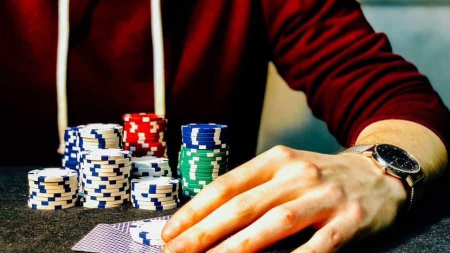 Tim hieu dac diem cua poker live va poker online Hinh 2