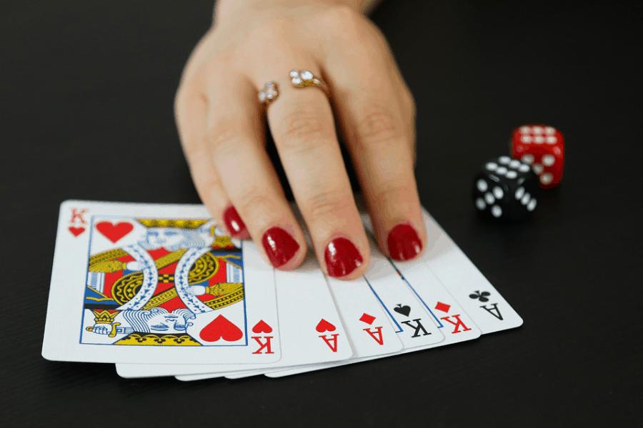 Những thủ thuật và chiến thuật chơi Poker dành riêng cho bạn