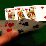 Tìm hiểu về kỹ thuật bluff trong Poker online