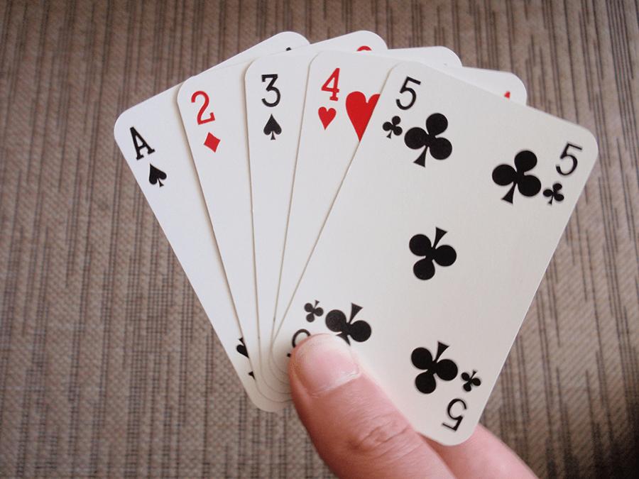 Lý do thất bại dù sở hữu 3 lá bài heo trong Sâm lốc?