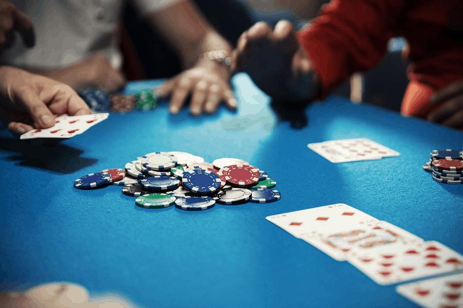 Vị trí và cách chơi của người chơi trong bàn đấu Poker