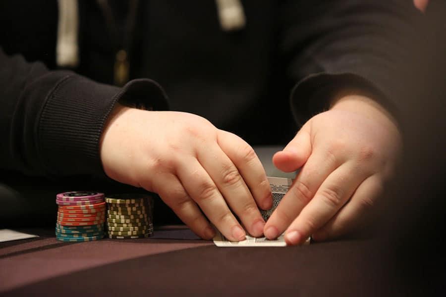 tom tat ve luat choi va bang thanh toan poker truc tuyen