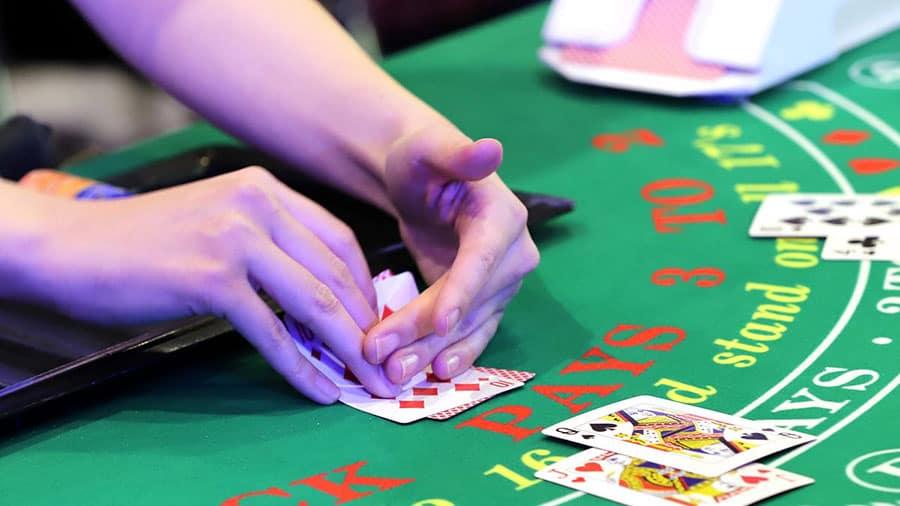 Những lưu ý từ cơ bản đến phức tạp cho người chơi Blackjack tại sòng bài